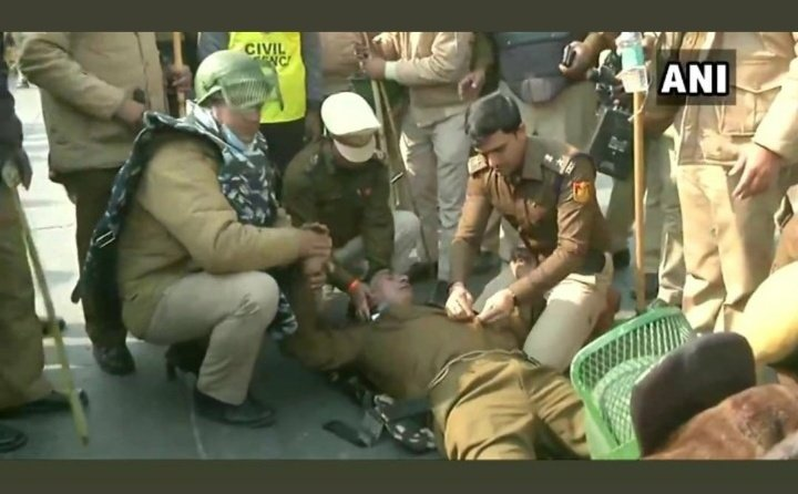 Injured Police man in Tractor Rally